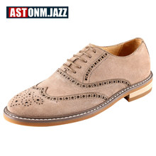 Cow Suede Leather Men's Wing tips Lace Up Brogue Oxfords Bussiness Men Casual Retro Carved Leather Shoes