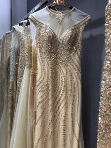 Image 3 - Złote suknie wieczorowe spacer obok ciebie syrenka wyszywana kryształkami bez rękawów Sukienka Wieczorowa Vestidos Formales królewska suknia Wieczorowa
