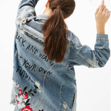 купить Autumn Denim Floral Embroidery Letter Jacket Frayed Holes Jacket Women Long Rips Detail Denim Jacket Lapel Single Breasted Coat в интернет-магазине
