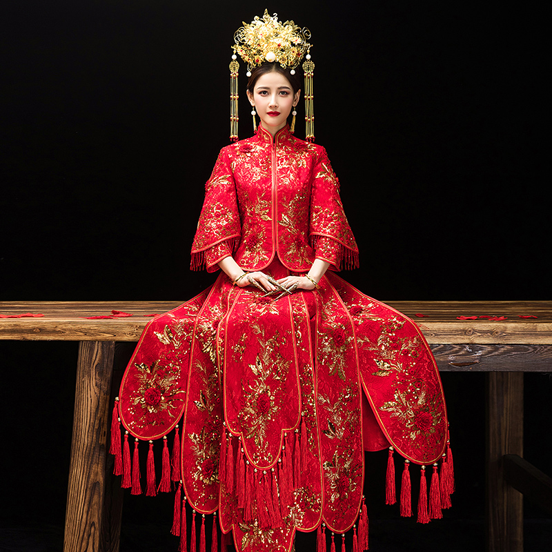 Chinese Classic Red Marriage Suit Traditional Embroidery Flower Tassel Women Cheongsam Vestidos Royal Bride Wedding Party Dress