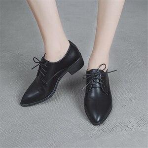 Image 1 - الحذاء الأوروبي الإناث الربيع الخريف 2018 جديد نمط يأخذ على بريت الأحذية الصغيرة أحذية سميكة و حذاء واحد وأشار الاجتماعية