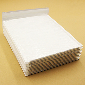 10 PCS 20*24cm Pearl White Usable Space Poly Bubble Mailer Envelopes Padded Mailing Bag Self Sealing Anti-pressure Anti-static 1