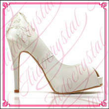 Aidocrystal 2017 new fashion white lace elegant women dress high heel shoes for bridal