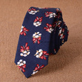 Lazos para Los Hombres de algodón de Lino Flor Corbata Azul Marino 5 cm Corbata Delgada 2017 Diseñador SkinnyFloral Gravata Corbatas Narrow Hecho A Mano delgado