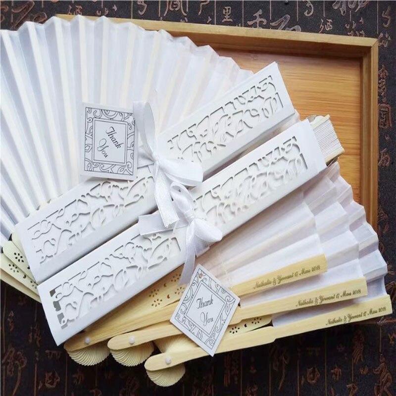 100 ชิ้น/ล็อตส่วนบุคคลหรูหราผ้าไหมพับมือพัดลม Elegant เลเซอร์ตัดกล่องของขวัญ + Party Favors/งานแต่งงานของขวัญ + การพิมพ์-ใน พัดลมประดับตกแต่ง จาก บ้านและสวน บน   1