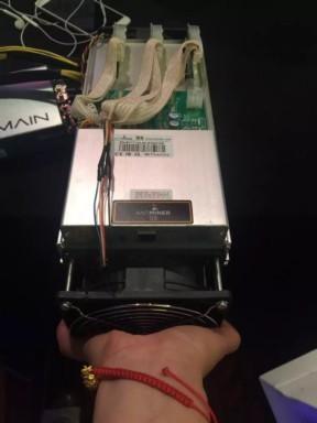 Бесплатная доставка S9 13 Т Bitcoin AntMiner Шахтер Antminer S9 13 Т Новейшие 16nm Бтд Шахтер Asic Шахтер включают оригинальный 1600 Вт питания питания