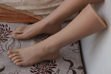 лучшая цена One Pair Realistic Silicone Male Mannequin Dummy Foot ,Manikin Torso,Men Fake Foot Model