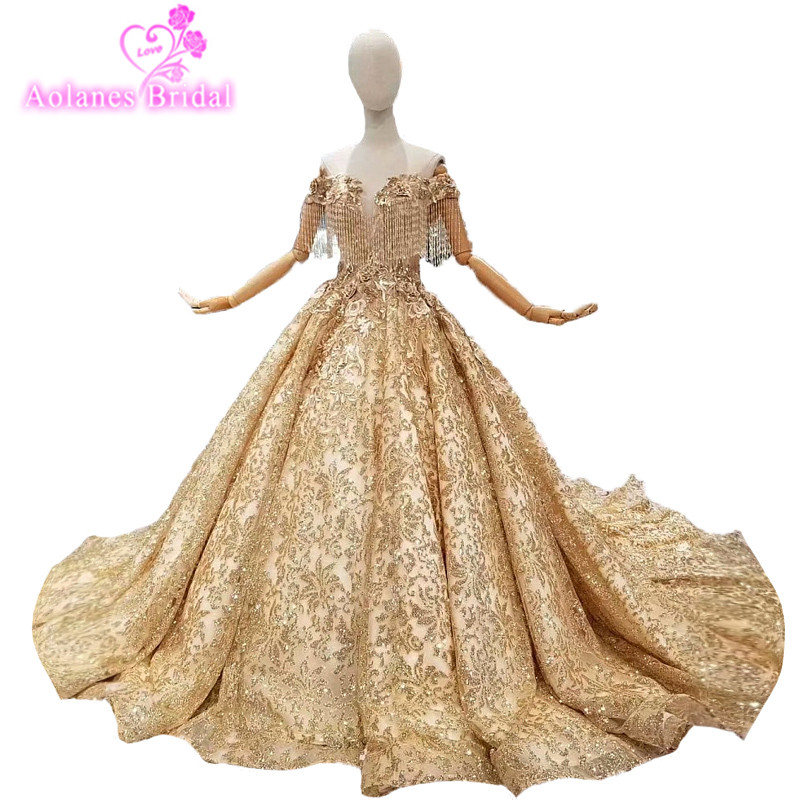 2018 New Gold Lace Tassel Sleeveless Sweetheart Chapel Train Bridal Gowns Lace Up Ball Gown Pregnant Vintage Wedding Dresses in Wedding Dresses from Weddings Events