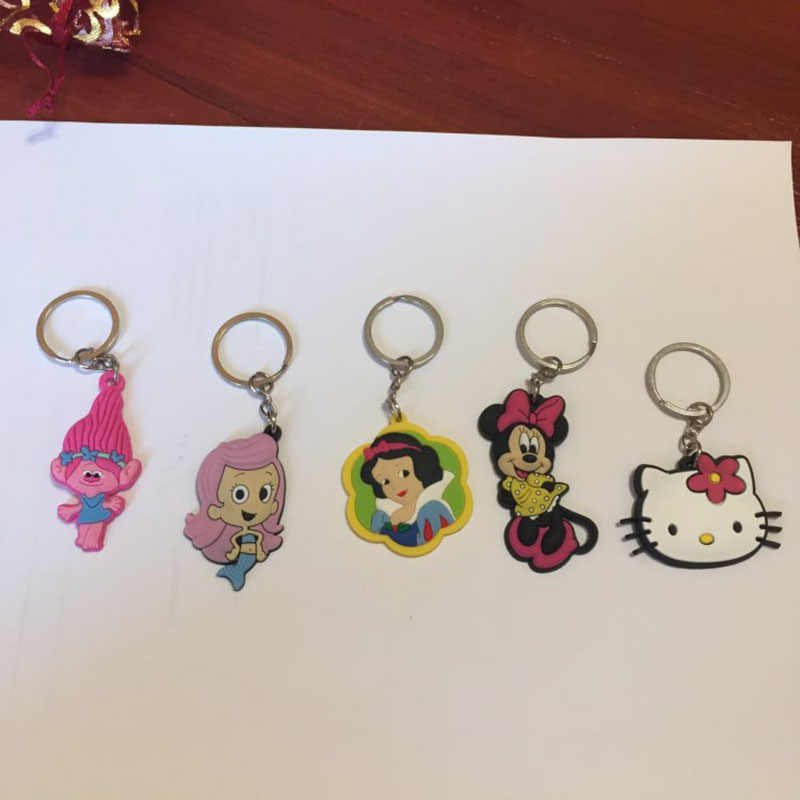 1PCS Keychain PVC Cartoon מיקי כוכב מלחמת מפתח שרשרת מיני אנימה דמות מיני מפתח טבעת מפתח מחזיק אופנה קסמי תכשיט