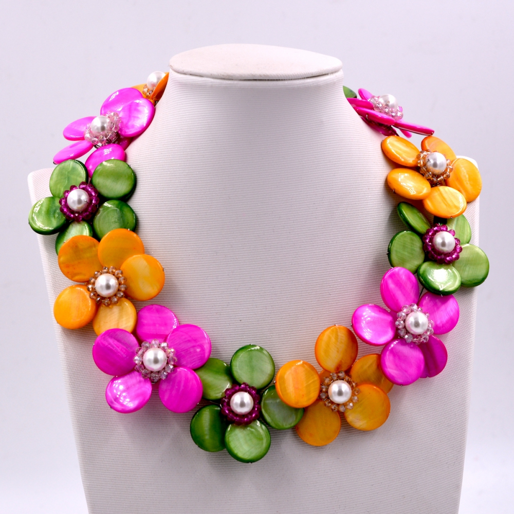 цена New Arrival Fashion Jewelry yellow hot pink green mix mother of pearl shell flower wrap necklace 2017 Female Wedding онлайн в 2017 году