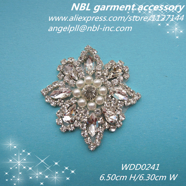 (30pcs) Wholesale beaded sewing silver crystal rhinestone pearl applique  patch Iron on for dresses garment headband WDD0241 b0d86eb731f2
