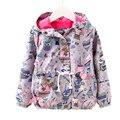Meninas jaqueta de primavera 2017 de moda de nova baby girl jaqueta de primavera animal dos desenhos animados impresso crianças casaco para as meninas com capuz à prova de vento jaquetas