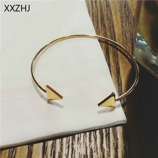 2019 Fashion New Bracelet Daily Wild Simple Gold / Silver / Black Glossy Small Triangle Bracelet Ladies Bracelet Wholesale Gift