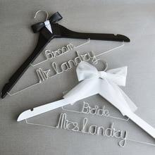 Персонализированные невесты и вешалка для костюма жениха набор, Пользовательские Свадебные вешалки обручение подарок, душ подарок, Mr Mrs вешалки