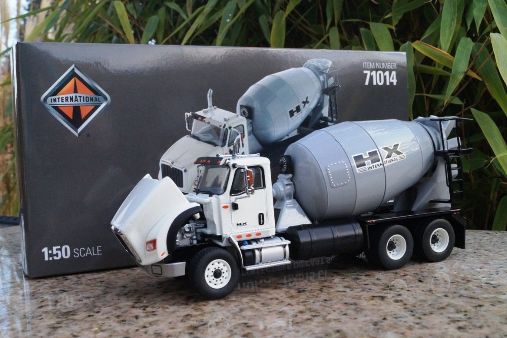 Diecast Masters DM71014 - International HX615 Concrete Mixer Truck - Scale 1:50Diecast Masters DM71014 - International HX615 Concrete Mixer Truck - Scale 1:50