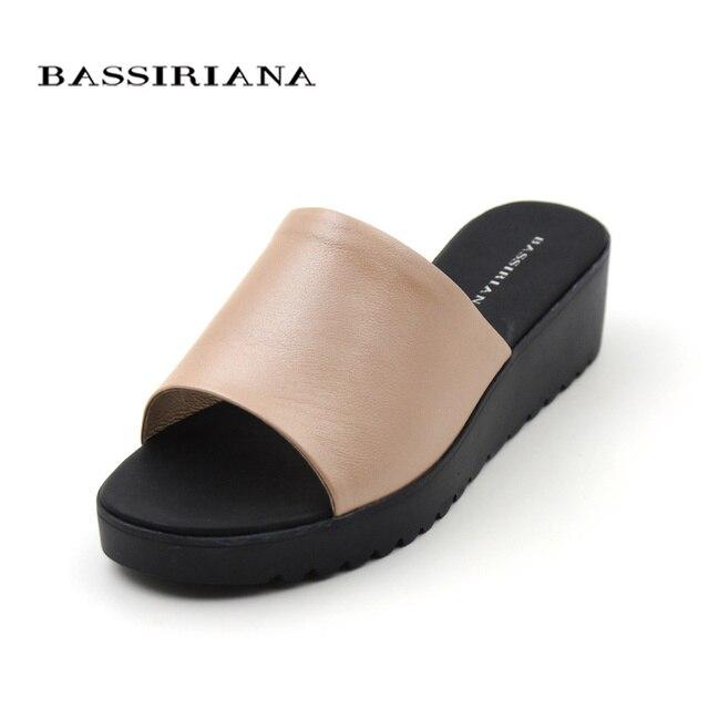 Женские босоножки из натуральной кожи, повседневная обувь на танкетке Обувь женщина скольжения на 35-41 размеров Лето красный белый бежевый бесплатная доставка bassiriana