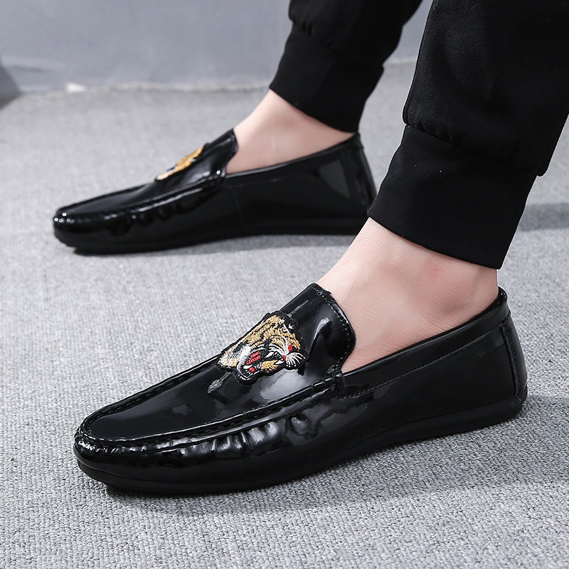 Summer Brand Moccasins Men Loafers Shoes Tiger Head Artificial PU Luminous Surface Casual Shoes Man Flats Soft Driving Shoes