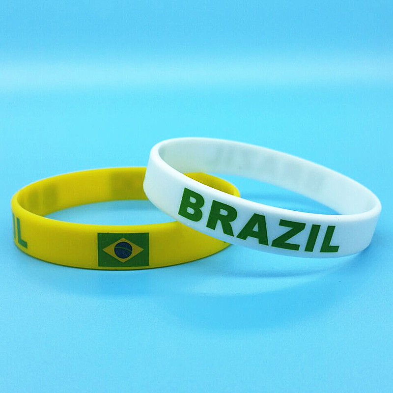 2pcs Brazil Flag Silicone Wrist Band Brasil Football Wristband Sport Rubber Bangle Wrist Band Souvenir Gift 2018 Accessories
