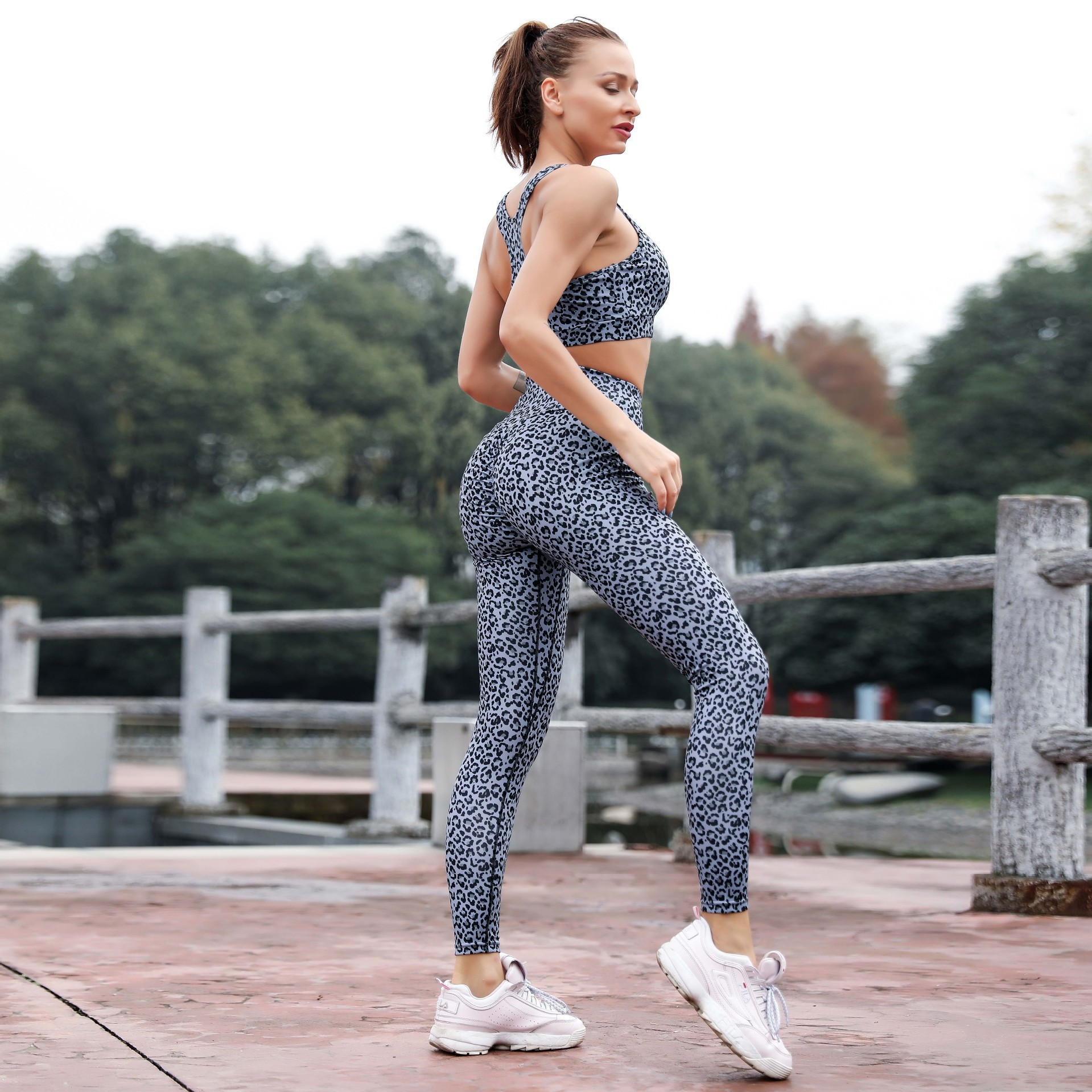 2019 Mujer Pink Leopard New Summer Yoga Suit Two piece Sleeveless Breathable Fitness Female Running Set Dot Print Women Clothing in Yoga Sets from Sports Entertainment