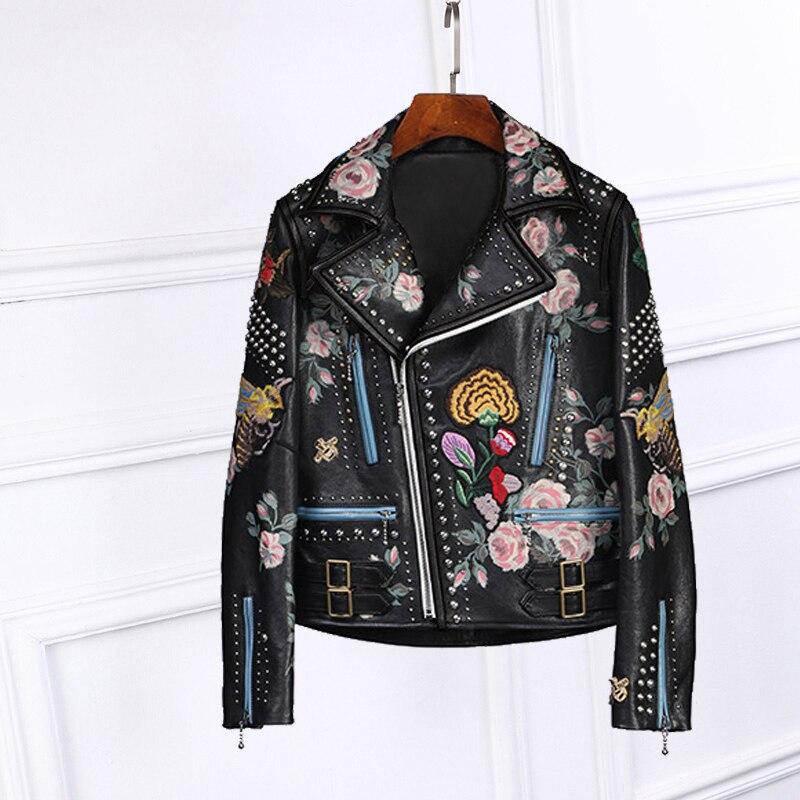 2017 Демисезонный Роскошные Дизайн Цветочный принт черный искусственная кожа заклепки куртка сзади со змеиным цветы вышитые манжеты на молн