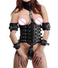 セクシーな女性ロックダウン革ウエストニッパーアンダーバストコルセットで添付襟とアーム縛り緊縛衣装