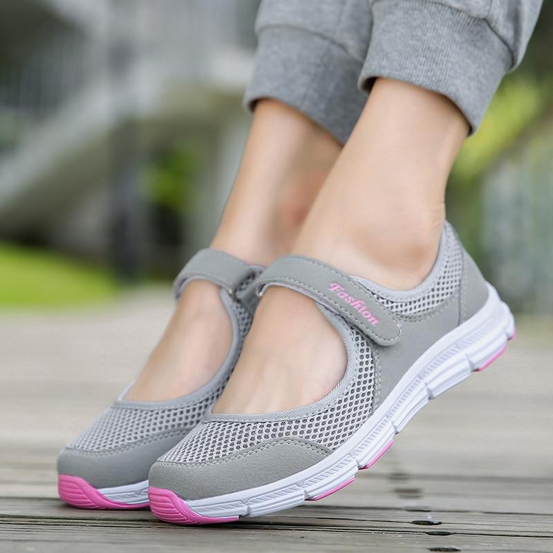 Летние дышащие Для женщин кроссовки здоровой ходьбы обувь Открытый сетки нескользящие спортивные кроссовки мать подарок Комфорт Свет Туфли без каблуков