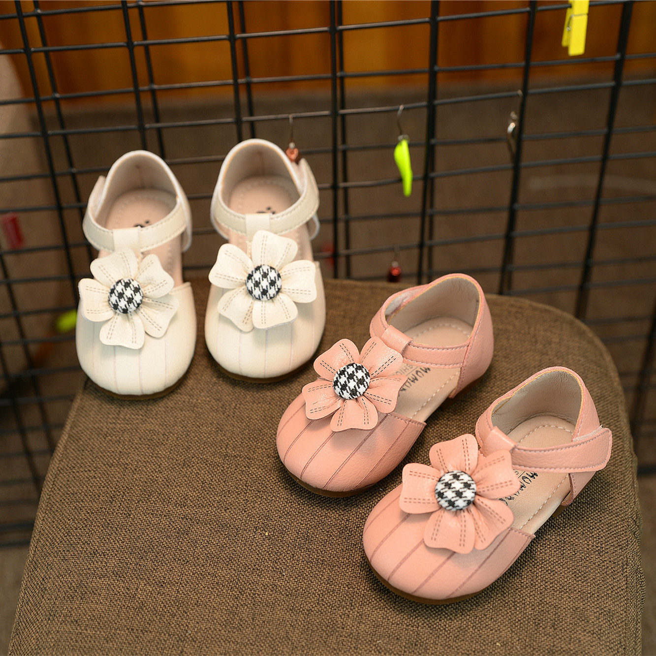 Baby Leather Shoes Flowers Antiskid Infant Toddler Shoes Girls Princess Soft Bottom Shoes In Use