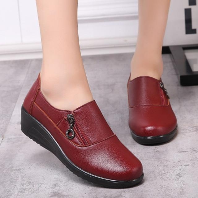 2017 outono e inverno as novas mães sapatos confortáveis sapatos de sola macia em idosos com saltos altos sapatos casuais sapatos de tamanho grande sapatos