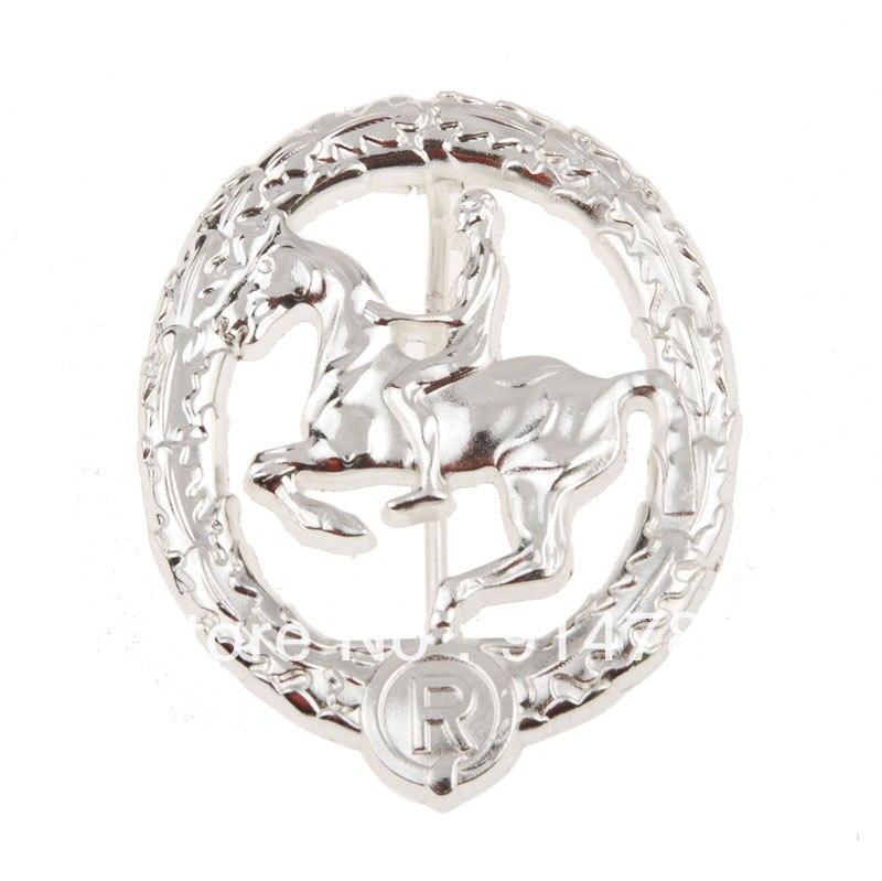 WW2 WWII GERMAN SOLDIER MEDAL WAR HORSE TOTENKOPF METAL BADGE SILVER -33898