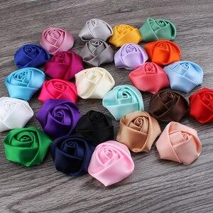 Image 4 - (120 pçs/lote 25 cores de volta plana mini fita de cetim rosa flor acessórios rosetas roladas à mão para grampo de cabelo ou bandana
