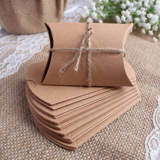 Wedding Gift Boxes 100pcs New Style Kraft Pillow Shape Wedding Favor Gift Bag ,Party Candy Box Wholesales Event Party Supplies