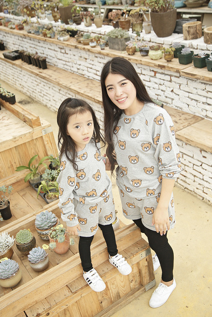 Family Matching Outfits Autumn Winter Father Son Mother Daughter Clothing Sets Family Cartoon Bear Causal T-shirt + Short Pant