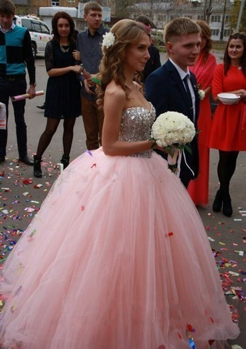 Sparkly Hot Pink Crystal Wedding Dresses Lovely Sweetheart Tulle Ball Gown  Bridal Gown robe mariage Custom Made-in Wedding Dresses from Weddings    Events on ... 6d6d532d0896