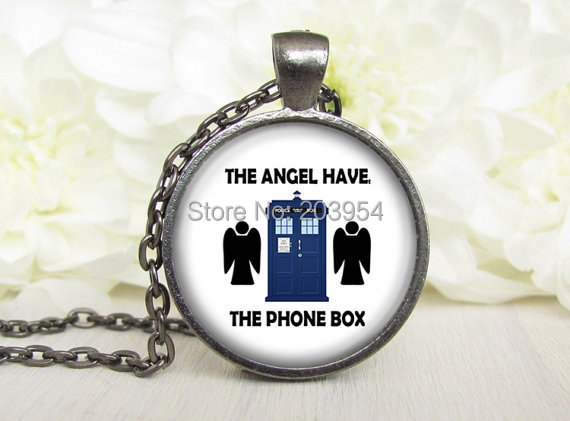 Steampunk Movie Doctor Who Angel With The Phone Box Tadis Necklace 1pcs/lot Bronze Or Steel Glass Pendant Jewelry Spaceship Man image