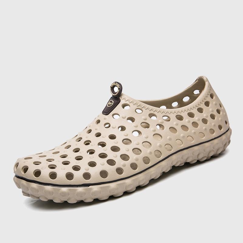 Hot Sale Summer Mens Water Shoes Beach Clogs Shoes For Men Super Light Male Closed Toe Garden Clog Shoes Big Size 11