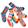 Nuevo 2017 Hombres Coloridos Calcetines de Moda Hit Casual Color de Hombre Calcetines de Invierno Estilo Británico de Negocios En Tubo Calcetines Masculinos 4 unids = 2 par/lote