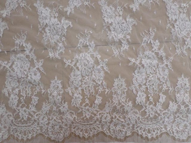 Meters gorgous off white guipure lace applique fabric with cord