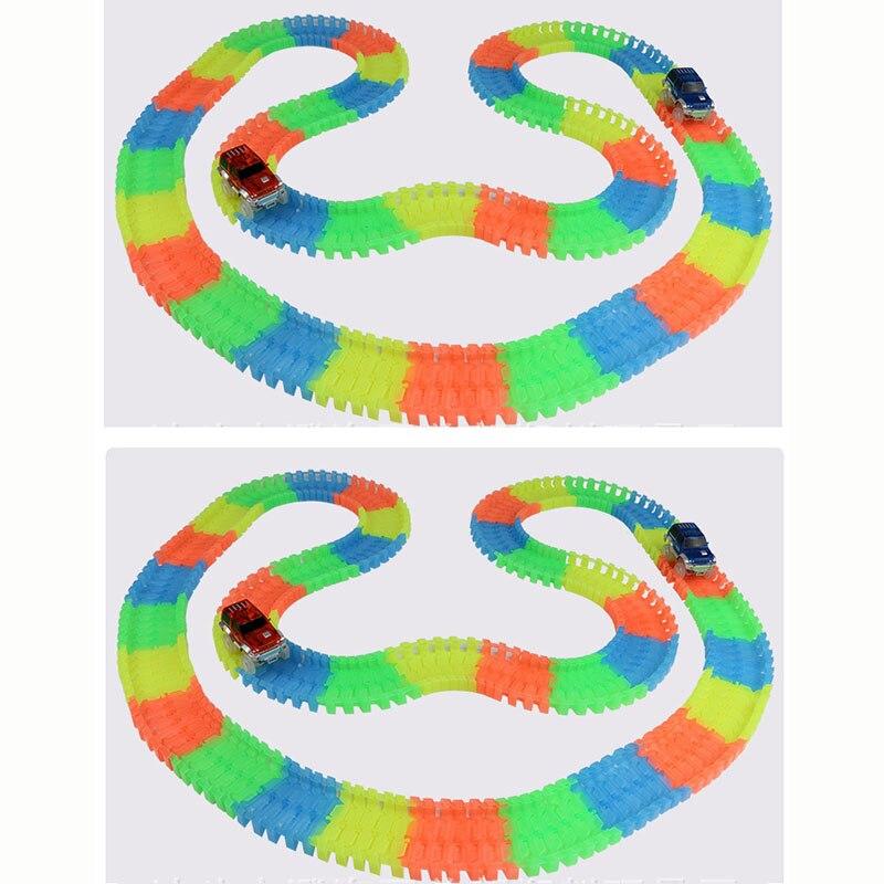 500 pcs 2 pcs Glowing Trek Balap Mobil Tikungan Flex Cahaya Dark Trek yang  fleksibel Perakitan Mobil Mainan Roller Coaster mobil Mainan untuk Anak  hadiah 97aec438df85a