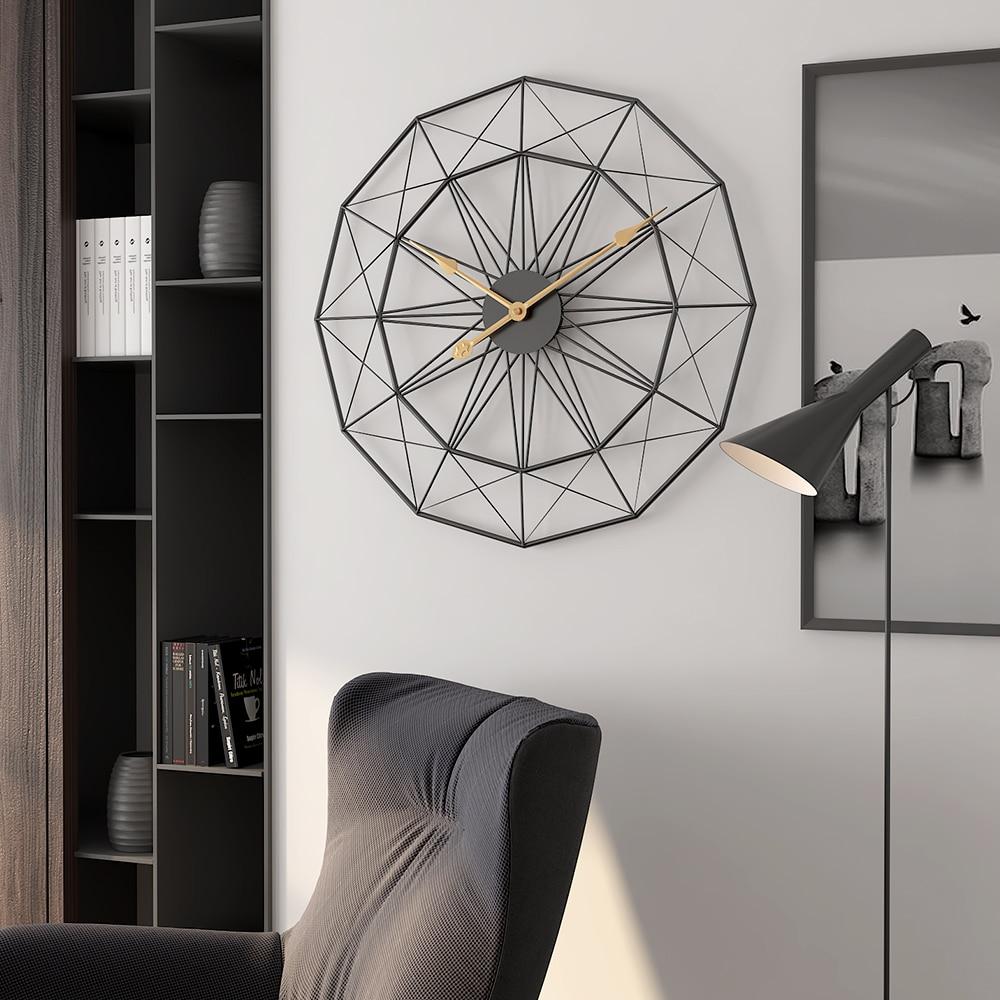 Ev ve Bahçe'ten Duvar Saatleri'de Basit duvar saati İskandinav oturma odası kişilik şekilli sessiz saat Yeni yaratıcı eğilim lüks ev büyük duvar çizelgeleri'da  Grup 1