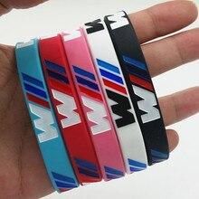 50 قطعة من الأساور المضيئة على شكل حرف M مناسبة لهواة نادي BMW سوار معصم من السيليكون للرجال والنساء سوار مطاطي رياضي سوار للذراع