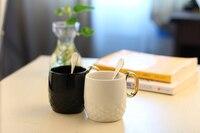 355ミリリットルリリーフデザインブラック&ホワイトゴールドハンドルセラミック茶マグコーヒーマグ愛のカップル、スプーンマグカップ