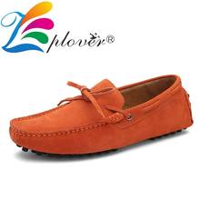 цена на Fashion Style Moccasins Men Loafers Cow Suede Leather Shoes Men Casual Shoes Big Size Men Flats Bowknot Gommino Driving Shoes