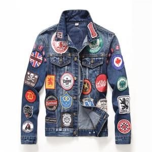 Image 1 - Hip Hop Mens Giubbotti e Cappotti Vintage Distintivo Toppe E Stemmi Dipinto di Blu Giacca di Jeans Alla Moda Rappezzatura Sottile A Maniche Lunghe Cappotti DS50550