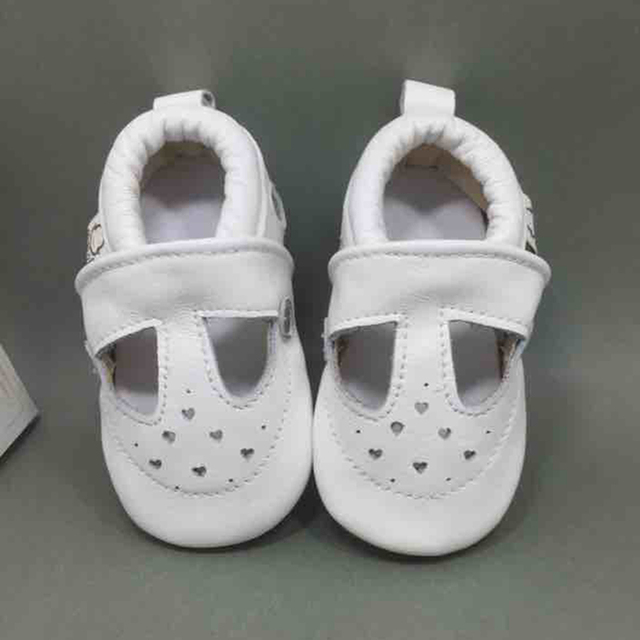 2016 New Genuine Leather Baby Boy Shoes Hollow Heart Soft Soled Baby Girl Loafers Shoes Toddler Moccasins Sapatos Menino