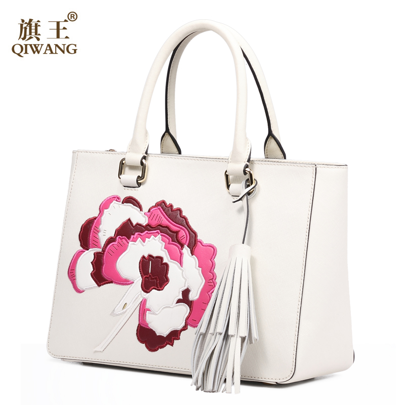 Qi Women Luxurious Handmade Leather Bag Luxury Handbags Famous Brand Tassel Bags Made In China Flower Purse Top Handle From Luggage