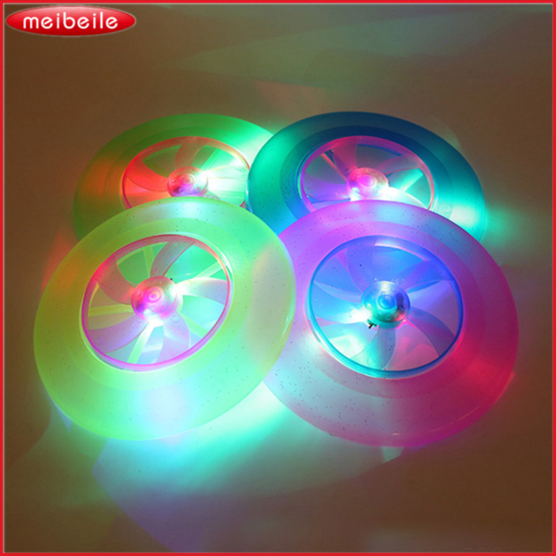 Spin LED φως UFO που φέρουν δίσκο Magic υπαίθρια παιδικό παιχνίδι πολύχρωμο μόδα Flying δισκίο δίσκο κλασικό παιχνίδι για Fmilies τυχαίο χρώμα