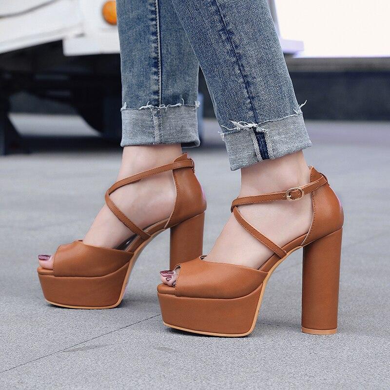 Talons Femmes Boucle Sandales noir Chaussures Parti Hauts Mode Femme Beige Nouvelle Arrivée khaki De 2018 Carrés forme Beige Noir Plate Courroie Microfibre q6BPRw0T