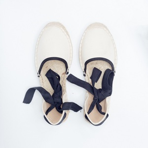 Image 3 - BEYARNE חדש אופנה מזדמן נשים 2018 חדש הגעה שחור רטרו וינטג גבירותיי נשים בד מזדמן גדול יותר גודל Breat נעליים