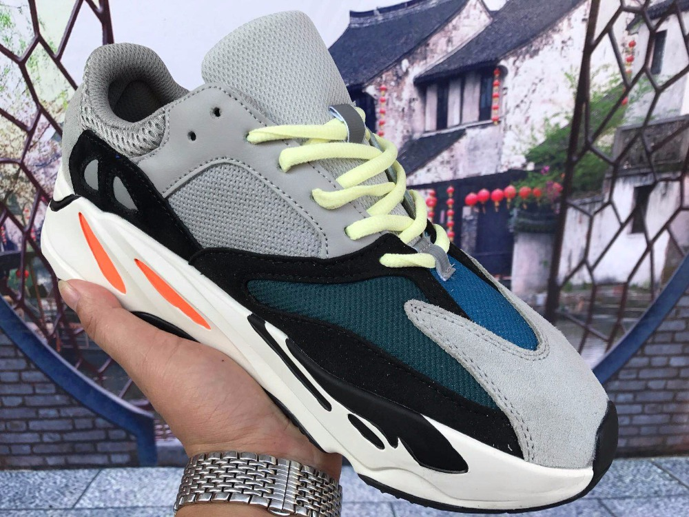 highqual Kanye West Boost Retro Wave Runner 700 Grey Causal Shoes Boost Mens Women Solid Grey Chalk White Core Black Sneakers Si