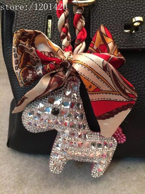 2016 nueva cristal caballo del bolso del encanto etiquetas cinta de satén de seda colgantes monedero de Bling accesorios del bolso de mano cadenas dominantes del coche
